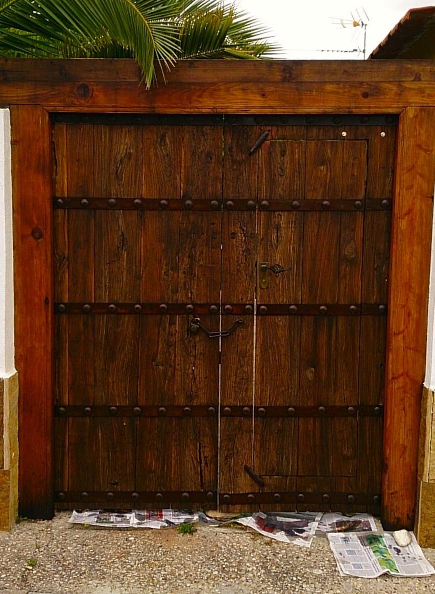 Recicoraci n renovar maderas y muebles con aceite de linaza for Como limpiar puertas de madera muy sucias