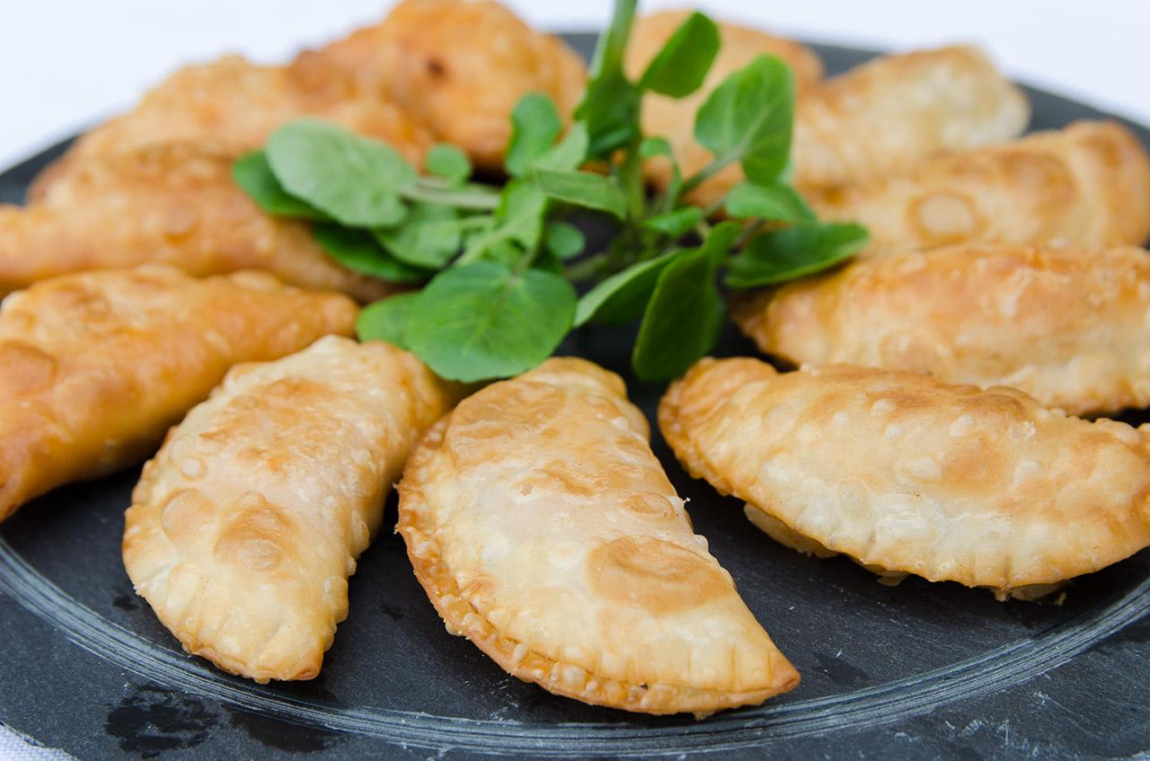 empanadillas-atun-tomate-receta-facil-casera-tradicional-bruja