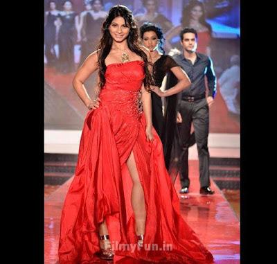 Tanisha_glamour_in_red_FilmyFun.in