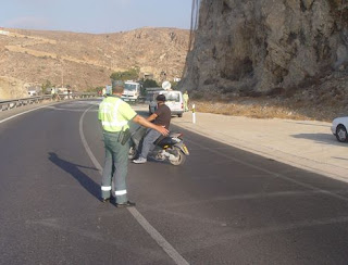 Control de tráfico por la Guardia Civil