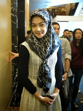 Indah Dewi Pertiwi Terlihat Cantik Memakai Hijab