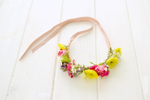 La chica de la casa de caramelo DIY Corona de flores naturales