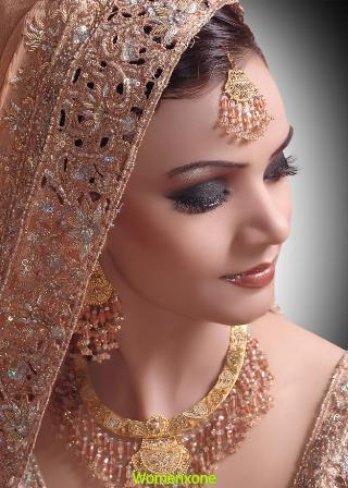 Smokey-Glitter-Bridal-Makeup