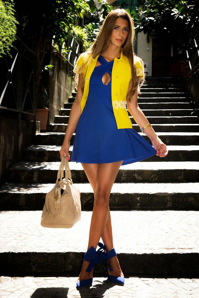 vestito giallo e blu