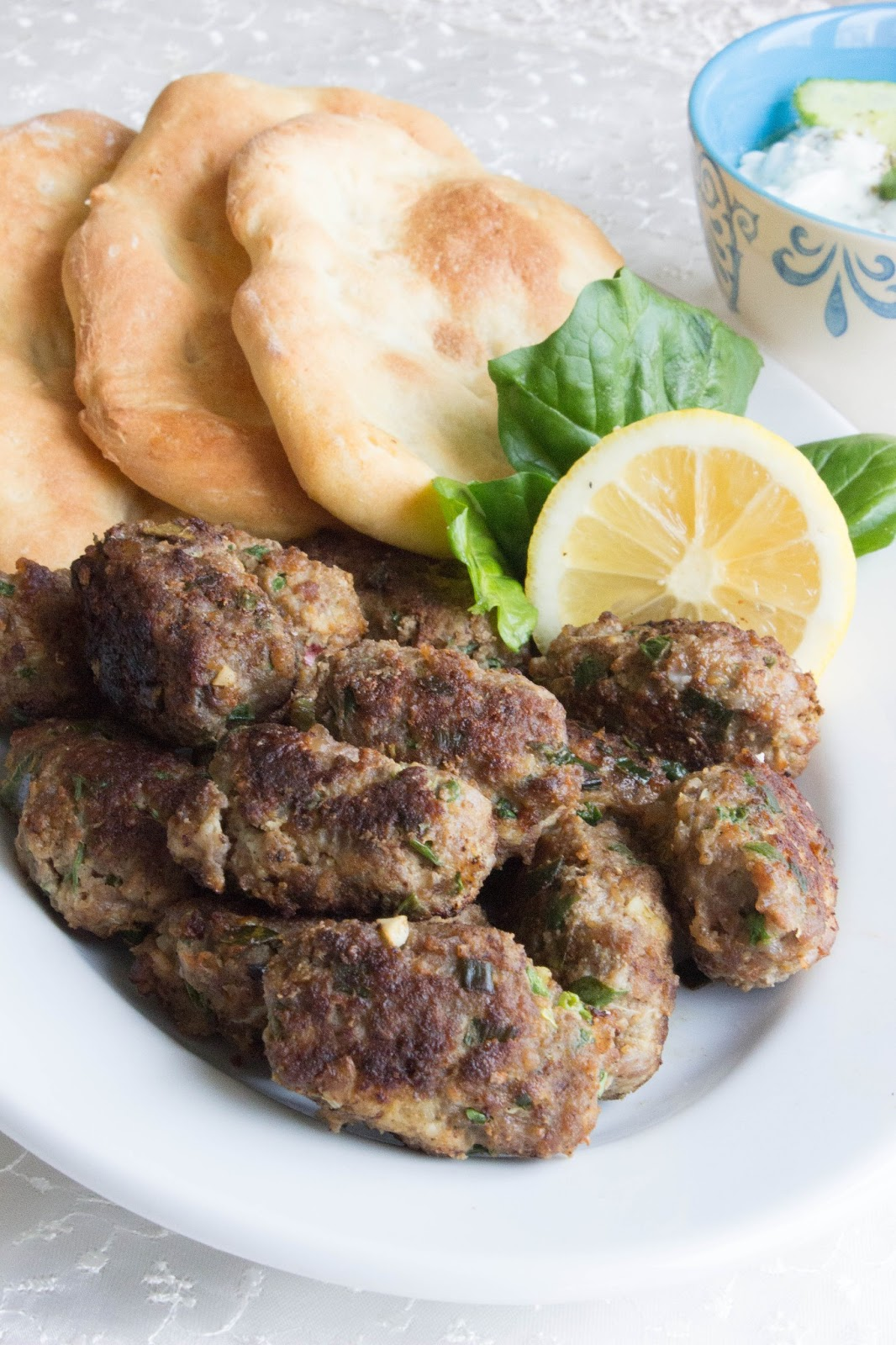 Greek meatballs with home-made pitta and tzatziki / Graikiški ...