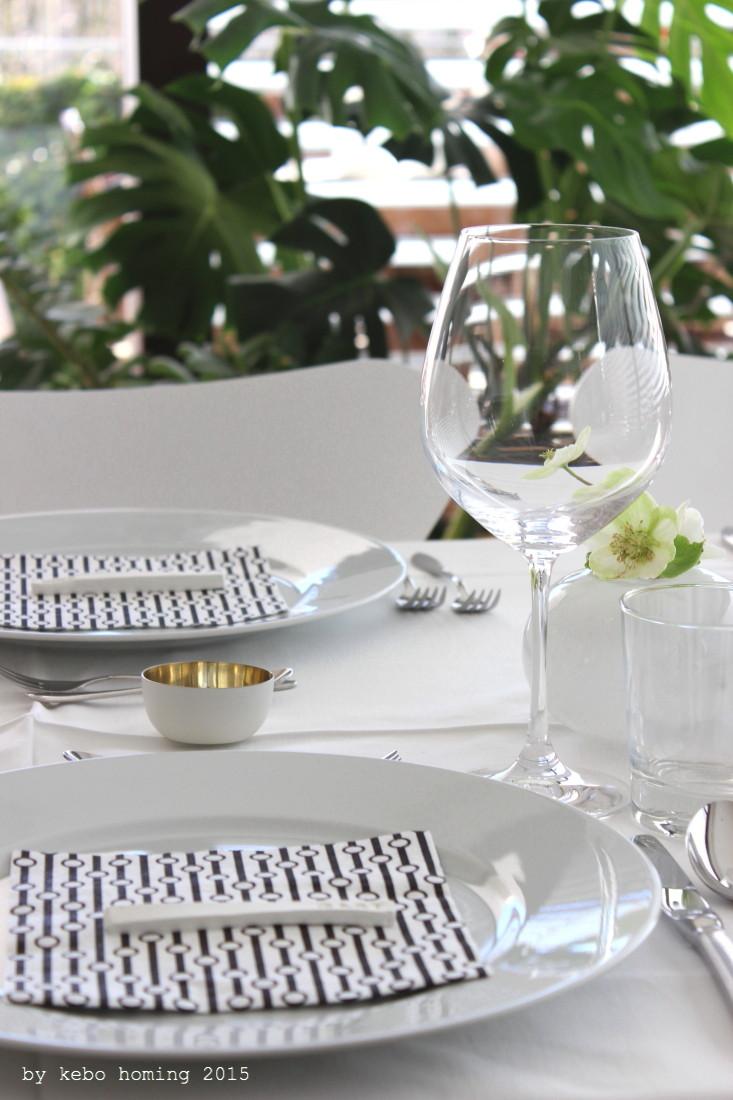 Schön gedeckte Tisch, Table Setting, Blumen, Vase, Helleborus, Dekoration