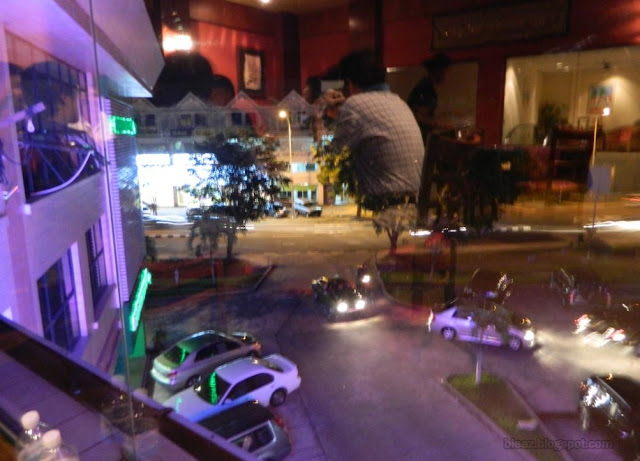 INTERIOR: Le Taj Restaurant Kiulap