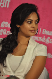 Bindu Madhavi Pictures at Kedi Billa Killadi Ranga Team Press Meet ~ Celebs Next