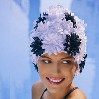 Gorro de baño, la solución más eficaz contra el cloro de la piscina