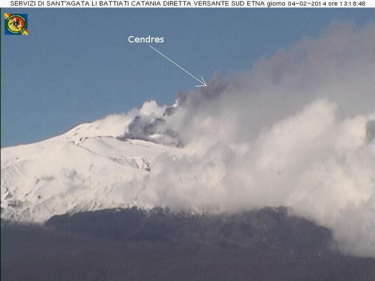 Emission de cendres sur le volcan Etna, 04 février 2014