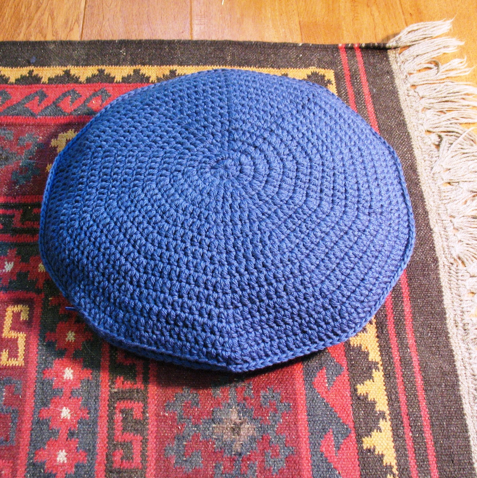 Ball Hank n Skein: The Big Easy Round Pillow Pattern