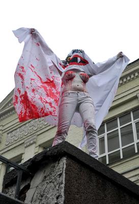 Фото Укринформ: активистка FEMEN