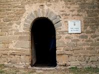 El portal de migdia de Sant Jaume de Fonollet