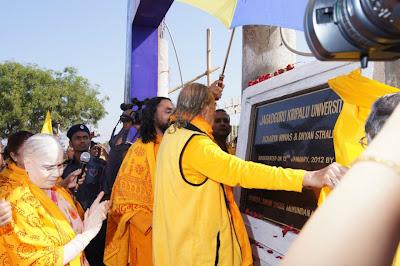 Jagadguru Shree Kripaluji Maharaj inaugurating Jagadguru Kripalu University in Cuttack, Odisha