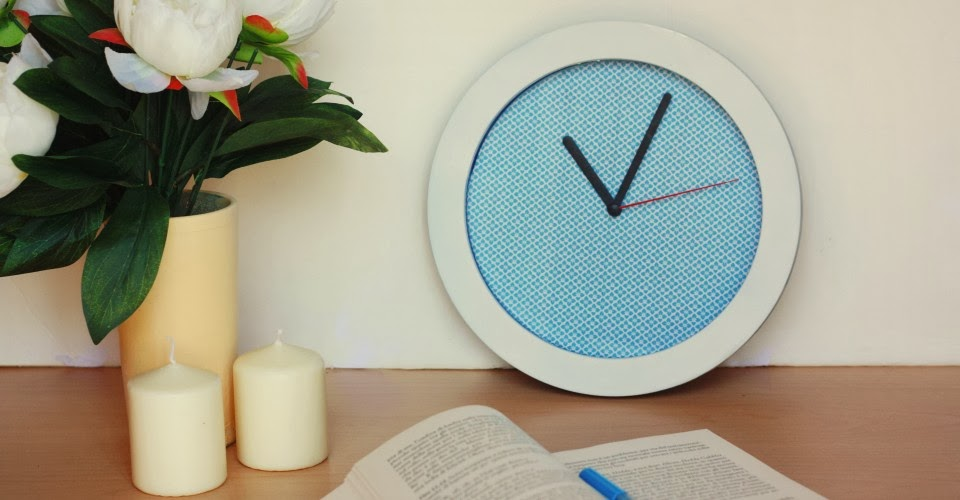 http://www.one-o.it/diy-clock-makeover/#.UwMzUoXEFvh