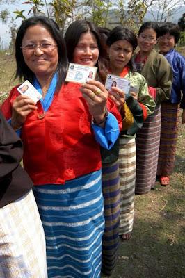 http://3.bp.blogspot.com/-vCi-APwU3Yg/UVNISTMxLfI/AAAAAAAABrQ/ri8HHGVpChY/s320/M%2526C+-+Bhutanese+queue.jpg