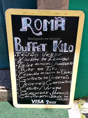 Romã Restaurante Natural: Placa com opções do dia