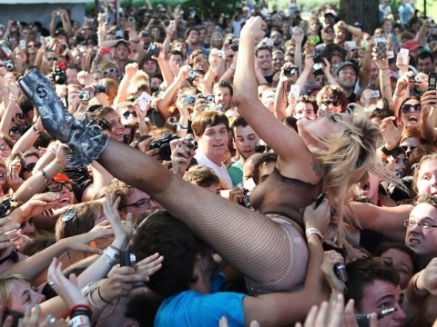 [Image: lady-gaga-lollapalooza-crowd-surfing-3.jpg]