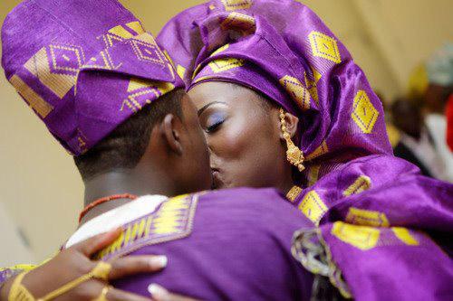 beijo de casamento nigeriano