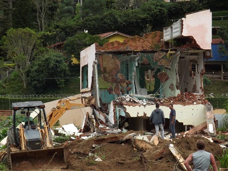 Destruição, limpeza de casas e terrenos na Posse 04/02/2013