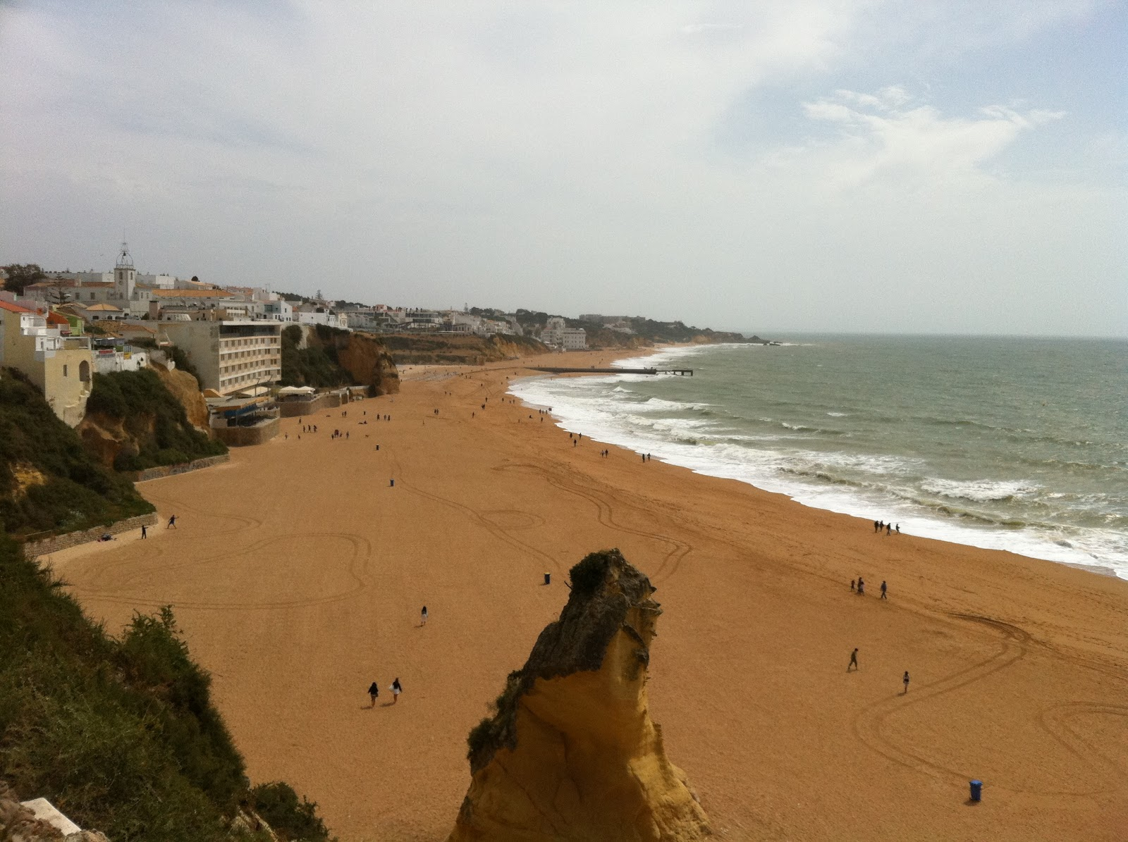 albufeira singles So no wonder the auramar beach resort is such a popular choice for holidaymakers to the algarve here is a hotel that gives you those unparalleled views, and the opportunity to make the most of the wonderful beach for which the algarve is famous, but also puts you within easy reach of albufeira and all its amenities.