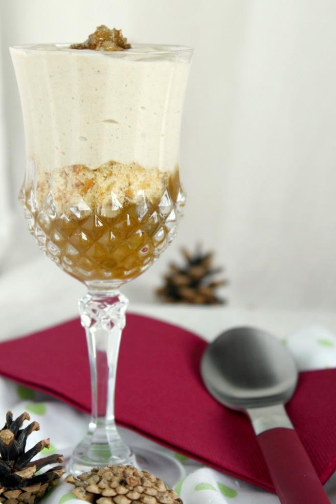 Vasitos con mermelada de ciruelas, crumble, mousse de boletus y caramelo de pistacho.MaraEnGredosFoodBlog.