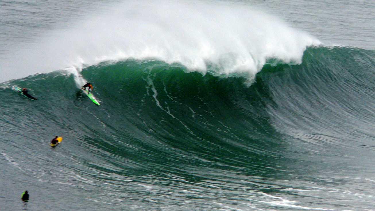 surf menakoz diciembre 2015 olas grandes 33