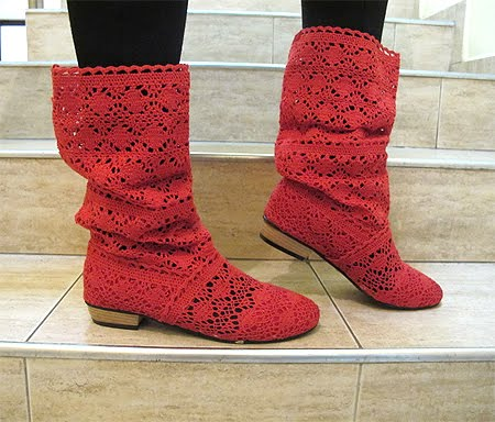 Червени летни ботуши от плетена дантела
