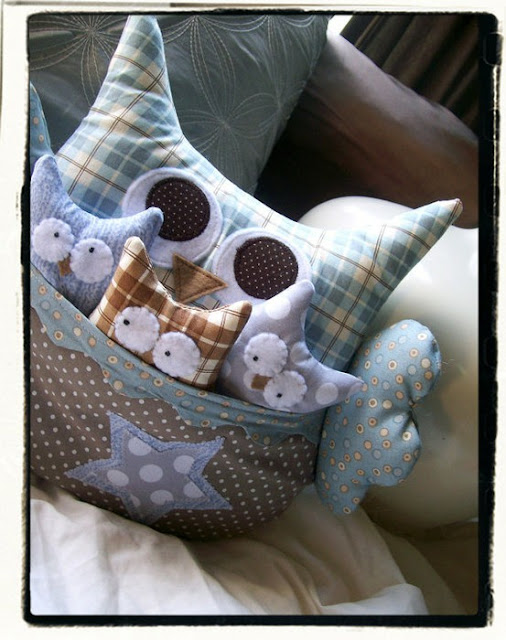 almofada de coruja em tecido