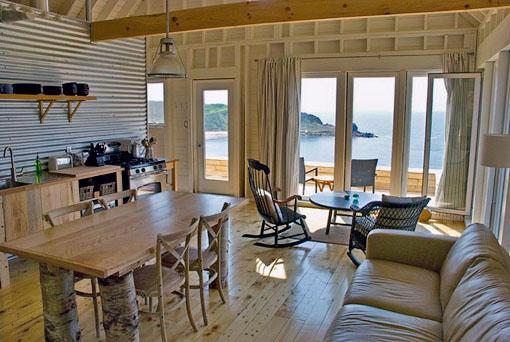 Estilo rustico chapa y madera en cabana rustica for Casas de chapa para jardin