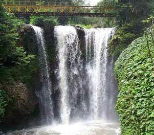http://vilaistanabungavilage.blogspot.com/2014/05/wisata-alam-maribaya-lembang-bandung.html