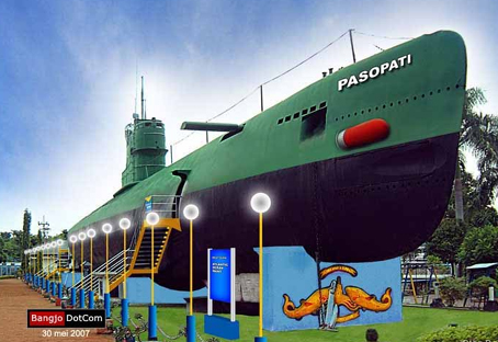 Monumen Kapal selam Pasopati dari jenis SS Type Whiskey Class