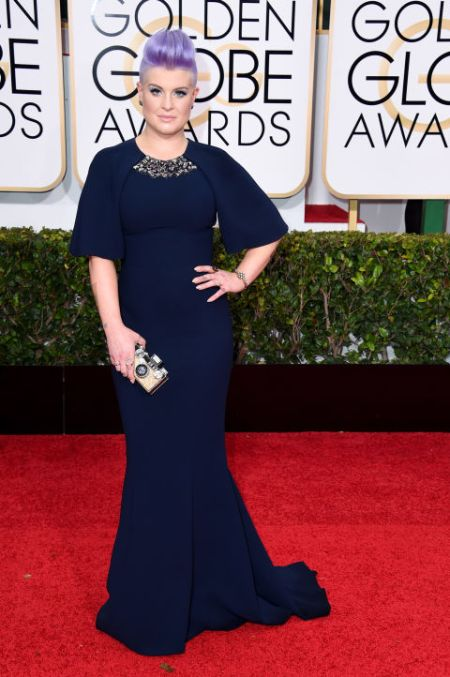 Kelly Osborne in Edition by Georges Chakra dress and Judith Leiber clutch at the Golden Globes 2015