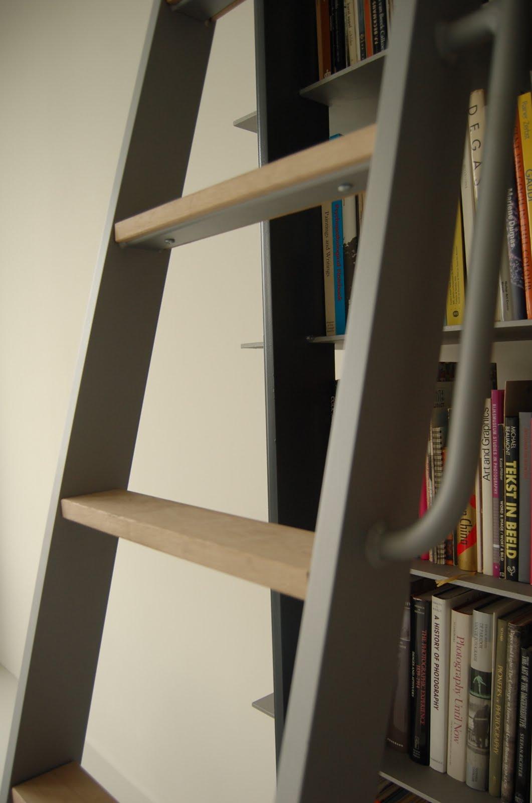 zon fraaie kast annex entresol geheel uit staal opgetrokken verdient een mooie metalen ladder de ladder heeft treden van eiken is bijzonder solide bij