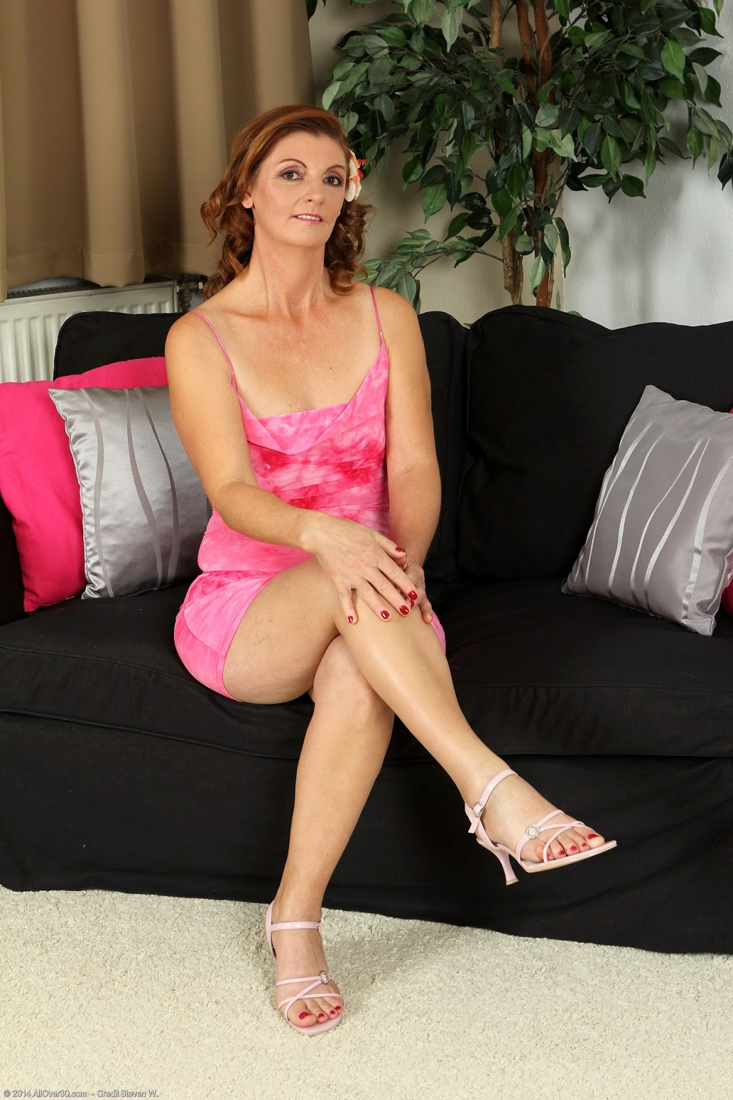 archive of old women: Mature Linda L