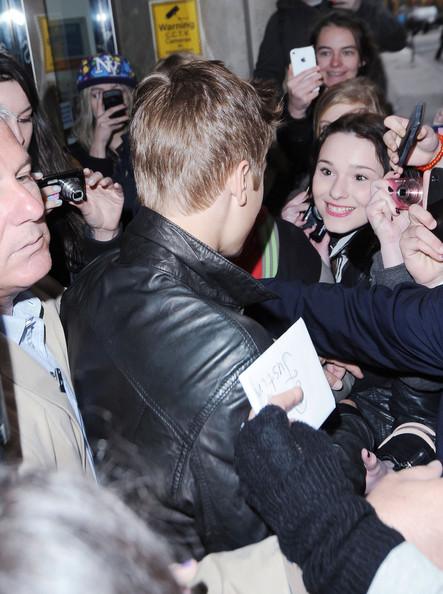 Justin Bieber Justin-bieber-leaving-kiss-fm-studio