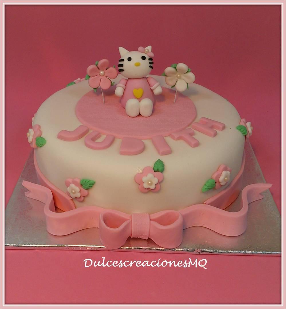 Tarta Hello Kitty Pastel Fondant Bizcocho Esponjoso Chocolate Rosa Niña Cumpleaños Aniversario Flores Lazo Moño Dulce