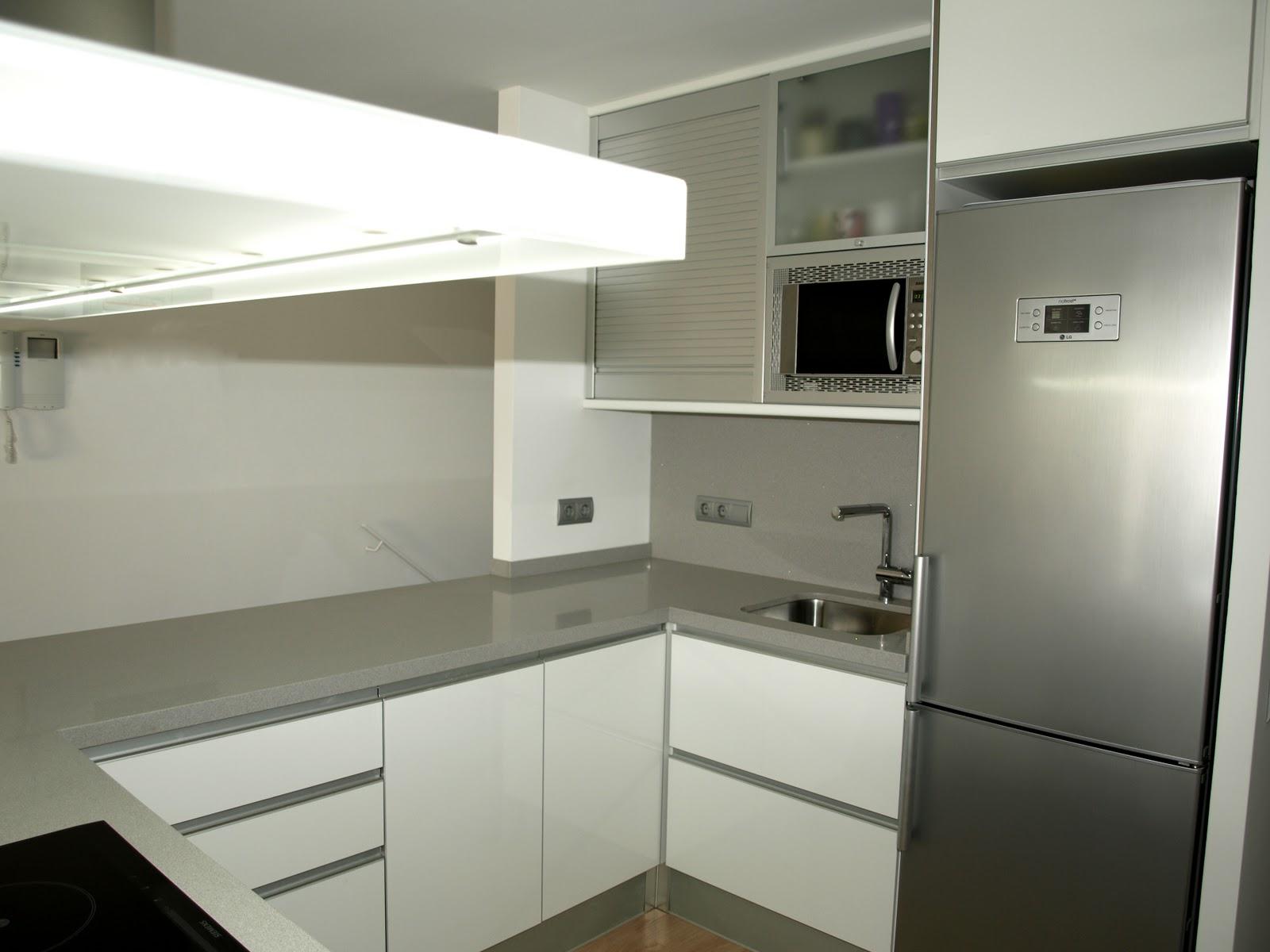 Espai decuina ripollet barcelona cocina blanca for Cocinas blancas con silestone