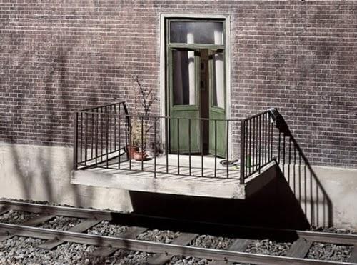 12-Frank-Kunert-Confronting-our-Lives-in-Miniature-Sculptures-www-designstack-co