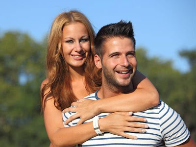 5 Ways To Earn Your Man's Respect - woman hugging man