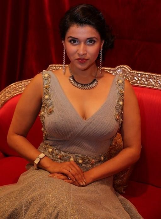 Mannara Chopra Wiki Pics Dec 2015