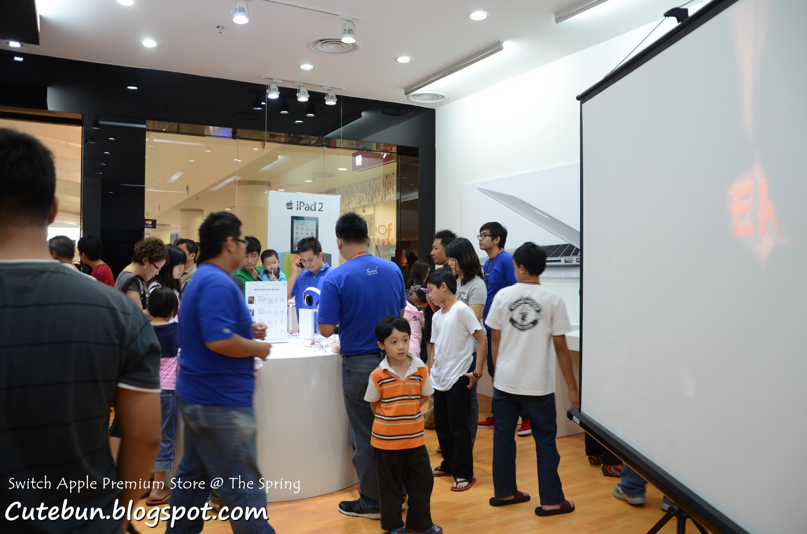 Switch apple premium store now the spring kuching cutebun for Apple store projector