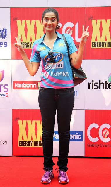 Celebrities Pictures at CCL Season 5 Mumbai Heroes Vs Veer Marathi Match CCL5  16.JPG