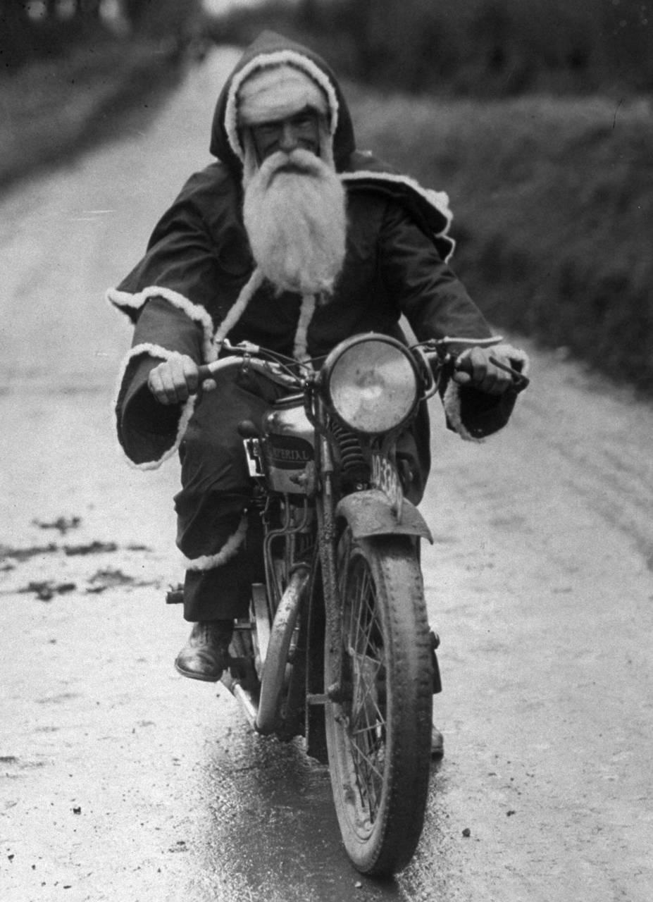Motoblogn happy holidays santa rides a motorcycle collection - Christmas cycle 3 ...