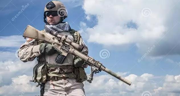 Αλεξιπτωτιστής του αμερικανικού Ναυτικού (Navy SEALS) σκοτώθηκε σε επίδειξη στο λιμάνι της Νέας Υόρκης (βίντεο)