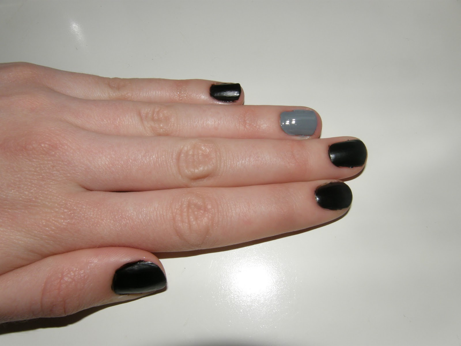 What\'s new with Suzie Q?: Matte Black and Grey Nails