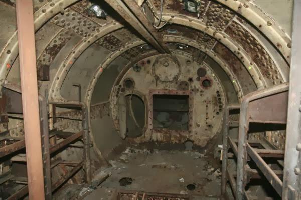 Caj n de sastre isaac peral el visionario al que for Interior submarino
