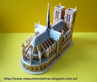 Catedral de Notre Dame de París de papel