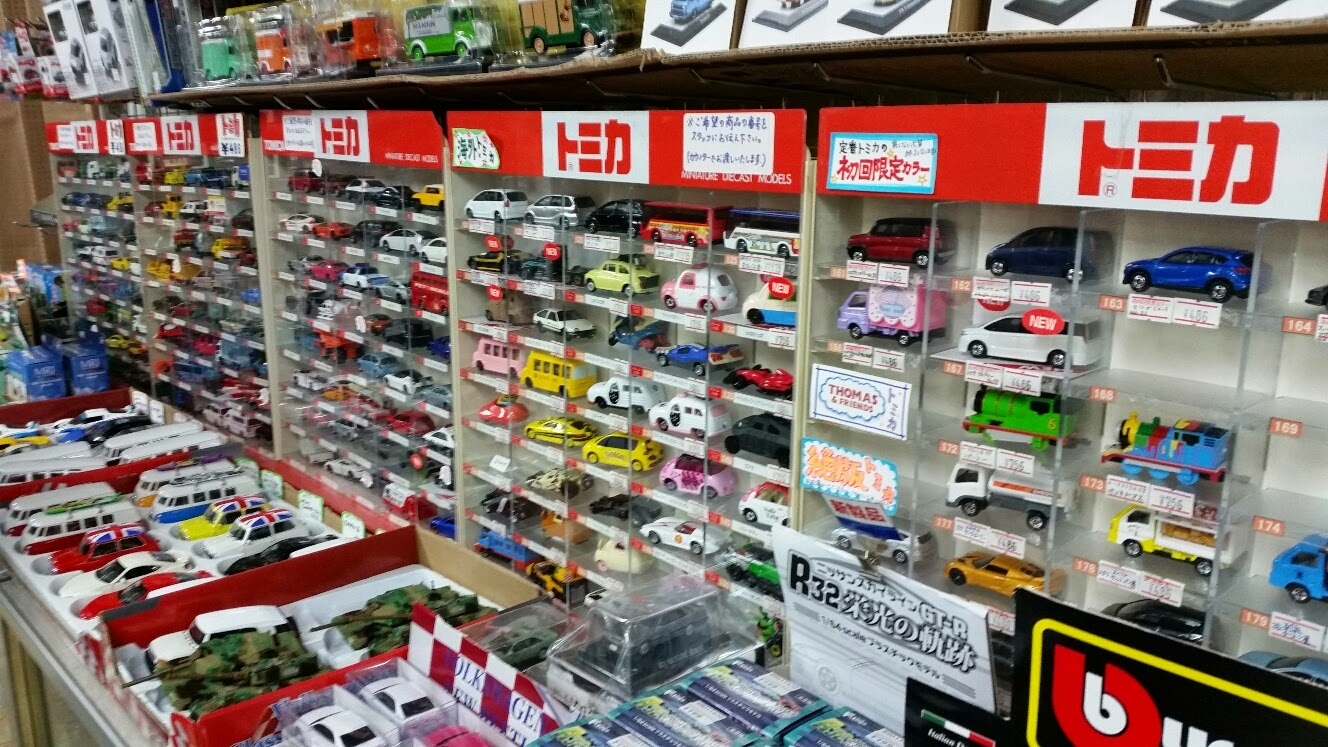 tokyohot 1218 A small selection of Tomica here. I bought some cars here.