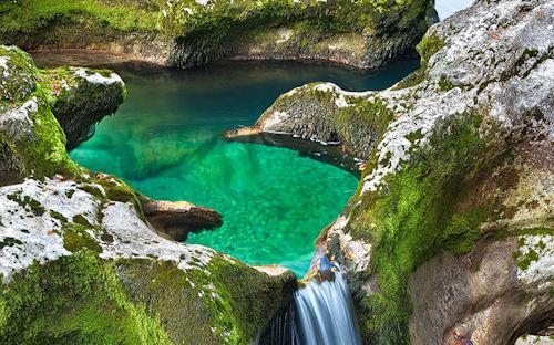 Agua de color turquesa by Andreas Resch - Cascada